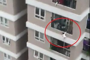 Bé gái rơi từ tầng 13 được cứu sống: Truyền thông nước ngoài 'không thể tin nổi'