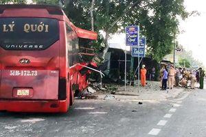 Xe gây tai nạn làm 3 người chết nghi bị lạc tay lái