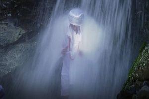 Nghi lễ thiền dưới thác nước lạnh ở Nhật Bản