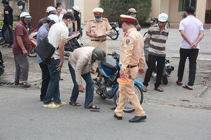 Quảng Nam: Xe máy tông vào vỉa hè, 2 người thương vong