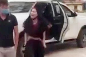 Người phụ nữ lột đồ chửi bới trước cổng đền Cuông làm đơn tố cáo 'bị xúc phạm'