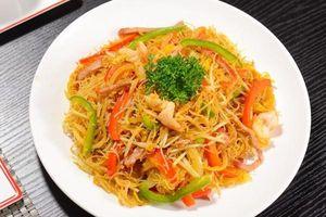 Đổi vị với bún gạo xào Singapore siêu ngon