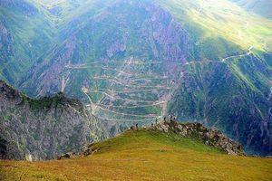 Cận cảnh con đường độc đạo nguy hiểm nhất thế giới