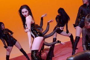 Sunmi phát hành clip vũ đạo ca khúc Tail, gây ấn tượng với tạo hình cái đuôi