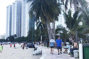 Giữ bình yên cho bãi biển Hòn Chồng