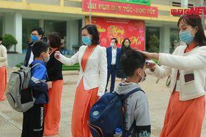 Thầy trò trường Tiểu học Xuân Phương ngày đầu học tập, giảng dạy trở lại