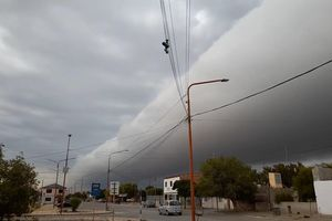 Đám mây khổng lồ, chia đôi bầu trời ở Argentina