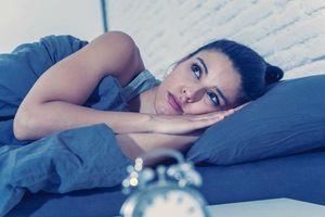Hai bài tập giúp bạn chìm nhanh vào giấc ngủ