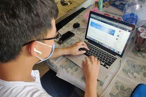 Các trường ở TP.HCM thu học phí như thế nào khi dạy online?