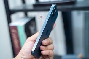 iPhone 12 giảm 7 triệu đồng