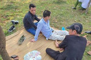 Hà Nội: Phát hiện nhóm đối tượng đánh bạc giữa cánh đồng