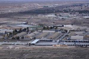 NÓNG! Ít nhất 10 quả rocket dội thẳng xuống căn cứ không quân Mỹ ở Iraq