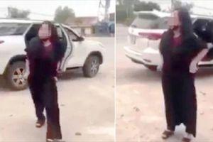Công an vào cuộc vụ người phụ nữ lột đồ chửi bới trước cổng đền Cuông