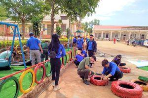 Đoàn thanh niên tạo khu vui chơi, lắp bể bơi di động 'xóa' nỗi ám ảnh đuối nước