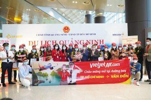 Chuyến Vietjet đầu tiên năm Tân Sửu hạ cánh sân bay Vân Đồn