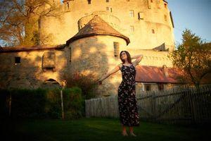 Những chuyện khó tưởng tượng khi sống trong lâu đài hơn 2 năm, tưởng sướng vậy mà hóa ra...