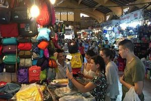 Hoa Kỳ điểm mặt 3 'chợ' hàng giả nhức nhối: Bến Thành, Đồng Xuân, Shopee