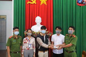 Lâm Đồng: Nam sinh trả lại số tiền lớn cho người đánh rơi
