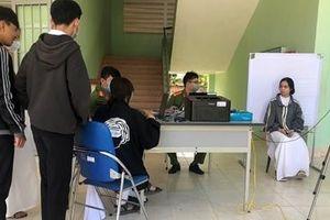 Lưu động cấp CCCD có gắn chip cho Mẹ VNAH và học sinh lớp 12