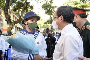 Bí thư Thành ủy TP.HCM Nguyễn Văn Nên động viên thanh niên lên đường nhập ngũ
