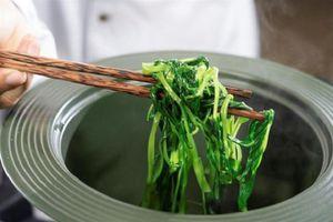Những loại rau nào nên được chần qua trước khi nấu?