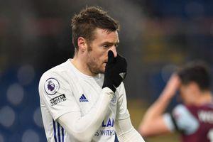 Leicester lỡ cơ hội vượt Man Utd