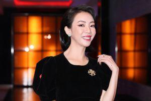 Thường sánh đôi cùng Tiến Luật, cớ sao Thu Trang lại một mình lẻ bóng đi xem phim?
