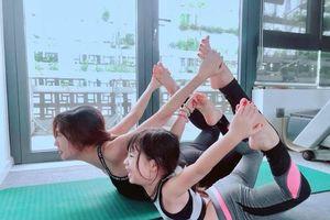 Ngắm các nhóc tì nhà sao Việt tập yoga, uốn dẻo điêu luyện cùng mẹ