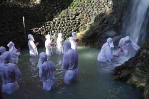 Khám phá nghi lễ 'thiền định' dưới thác nước đầu năm mới ở Nhật