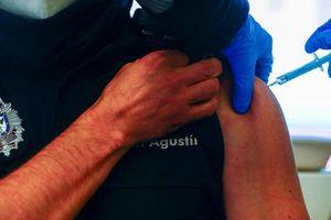 Hàng loạt người tại Madrid xin nghỉ ốm sau khi tiêm vaccine COVID-19