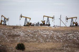 Giá dầu tăng gần 3% vì tồn kho xăng của Mỹ giảm kỷ lục