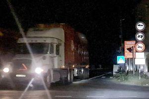 Hải Phòng: Xe tải rầm rập đi đường cấm, né trạm thu phí QL10