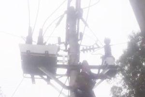 Bị điện giật trọng thương khi trèo lên cột điện cao thế
