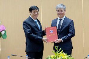 Bộ trưởng Nguyễn Thanh Long trao quyết định bổ nhiệm Tổng Biên tập Báo Sức khỏe và Đời sống cho đồng chí Trần Tuấn Linh