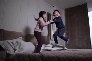 Sự thật thú vị lý giải việc trẻ chạy nhảy phần phật cả ngày mà không biết mệt, biết được các bố mẹ sẽ vô cùng ngạc nhiên