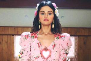 Selena Gomez khiến fan bất ngờ khi chào bằng tiếng Việt trước khi ra mắt 'Selfish Love'