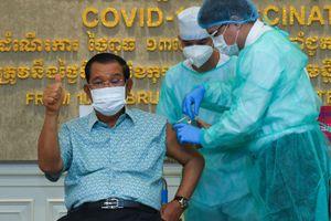 Ông Hun Sen được tiêm vaccine Covid-19 của AstraZeneca