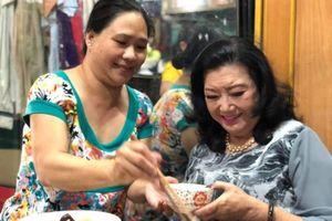 Bữa cơm đầu tiên của NSND Kim Cương và con gái nuôi sau 45 năm