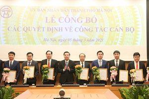 Chủ tịch UBND TP Chu Ngọc Anh trao quyết định tiếp nhận, điều động, bổ nhiệm cán bộ