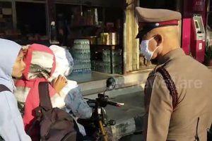 Hình phạt cho 6 nữ sinh ngồi trên 2 xe máy không đội mũ bảo hiểm