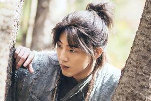 Nhân viên 'Sông đón trăng lên' tố Jisoo là đồ cặn bã: Tất cả những gì thấy trong phim 100% là giả!