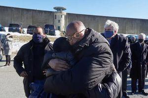 Ba người Mỹ được trả tự do sau 25 năm chịu án oan