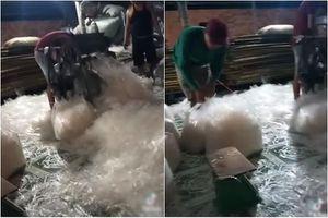 Quy trình sản xuất bánh tráng trộn 'siêu bẩn' gây xôn xao
