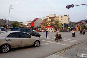 TP. Vinh: Người đi bộ bất an khi đi qua điểm 'đèn đỏ được phép đi thẳng'