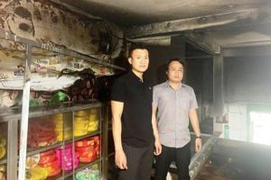 Tặng bằng khen cho 2 'người hùng' dũng cảm lao vào đám cháy cứu 1 gia đình