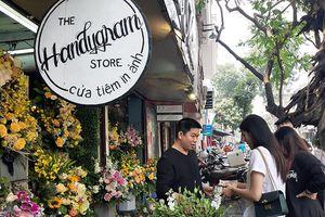 Thị trường hoa tươi 8/3: Giá tăng cao nhưng vẫn đang đợi khách mua