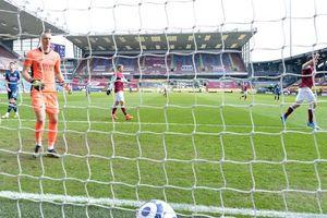 Granit Xhaka mắc sai lầm nghiệp dư, Arsenal hòa đau đớn trước Burnley