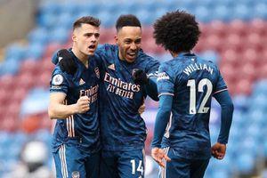 Xhaka ''kiến tạo'' cho Burley khiến Arsenal mất chiến thắng