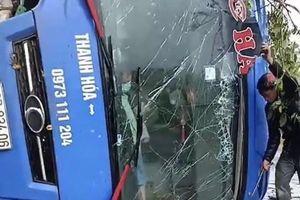 Kon Tum: Lật xe khách trên Quốc lộ 14, nhiều người may mắn thoát nạn