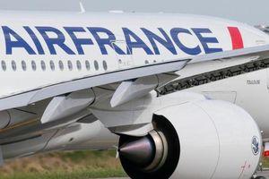 Máy bay phải hạ cánh khẩn cấp do khách gây rối nguy hiểm
